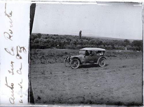 Auto sur la route neuve de Fez (1)