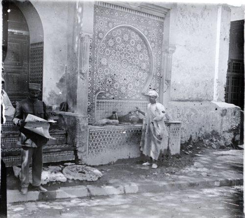 Une fontaine, Meknès. Maroc 1915