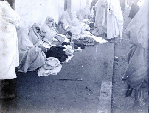 Vendeuses de vieilles étoffes, Maroc 1916