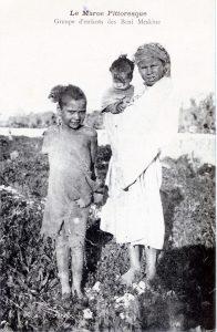 Groupe d'enfants de Beni Meskine - Maroc 1914 carte postale