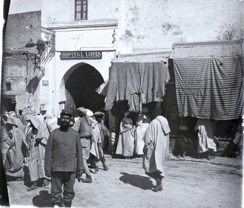 Place de l'Hôpital, Hôpital Louis, 1915, Meknès - Photo © Joseph Miquel