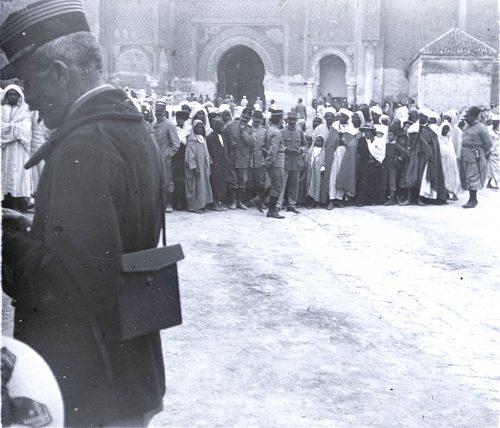 Foule attendant l'arrivée des tirailleurs marocains venant de France 1 juillet 1916 (2)