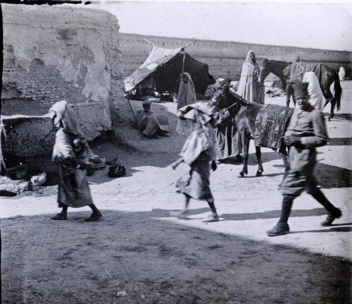 maroc-1915-une-place-a-meknes-2