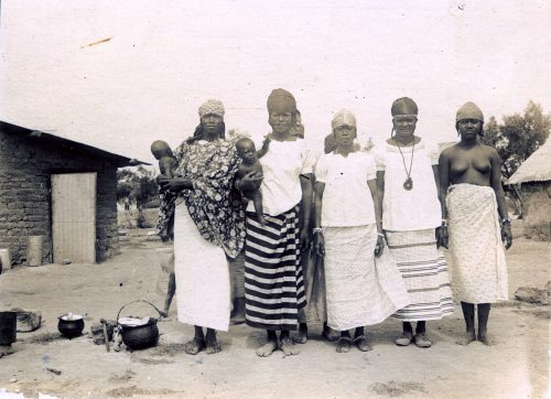 groupe de femmes de tirailleurs Sénégalais - camp militaire de Meknès