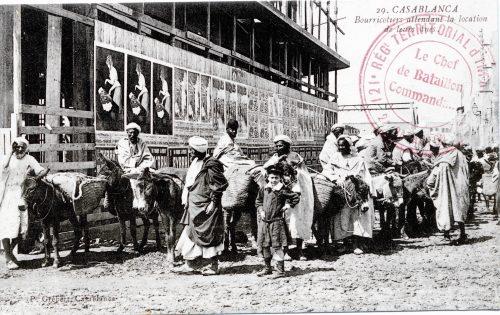 Maroc 1915 - bourricotiers attendant la location de leur âne