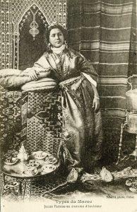 Jeune femme en costume d'intérieur (recto)